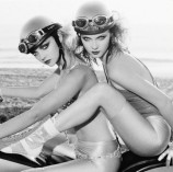 women black and white grayscale monochrome motorbikes helmets 1600x1200 wallpaper_wallpaperswa.com_10